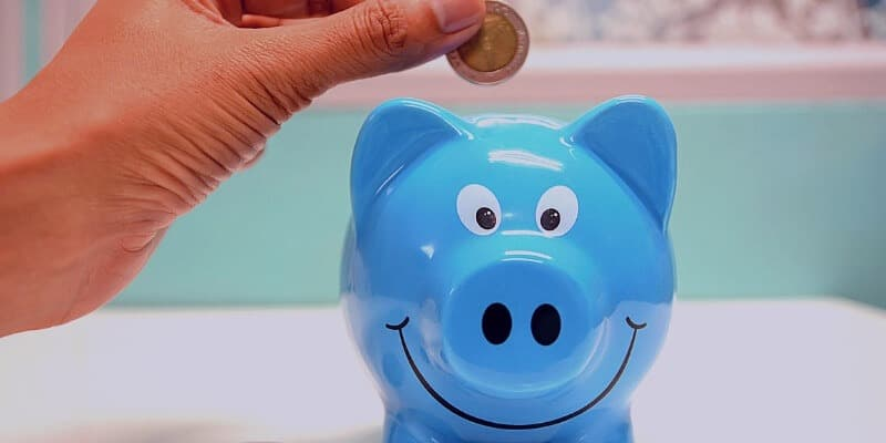 smart money habits, reach your financial goals, be wise with money, save, piggy bank lesson